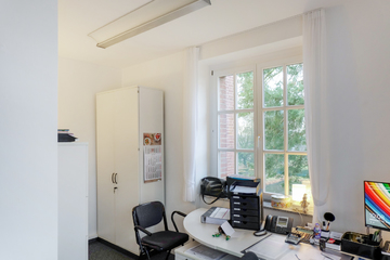 Büro bei großer Terrasse