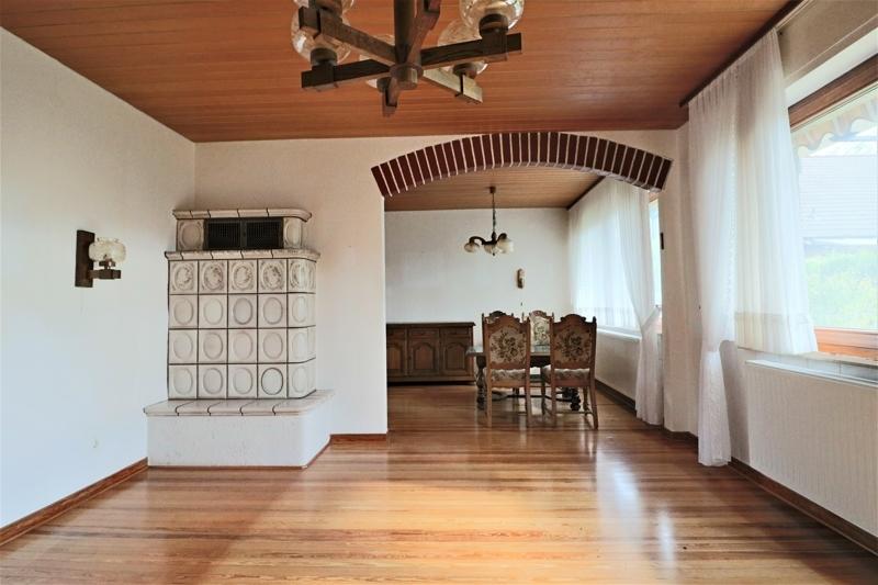 EG - Wohnzimmer mit Durchblick in das Esszimmer