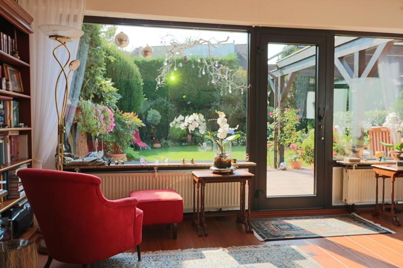 EG - Wohnzimmer mit Austritt auf die Terrasse