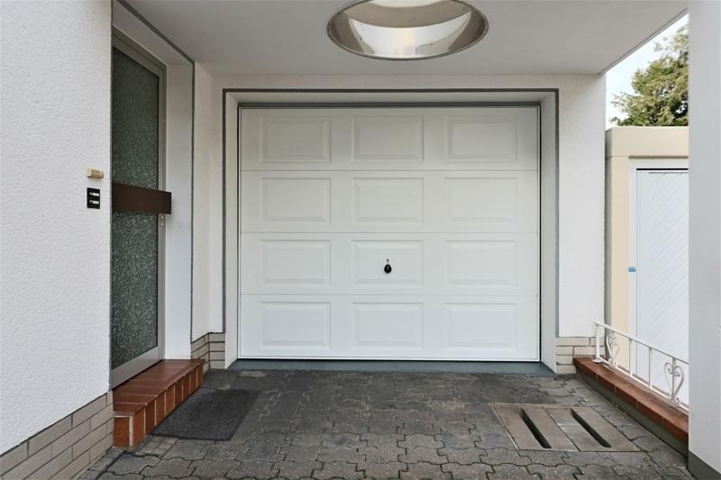 überdachter Eingangsbereich