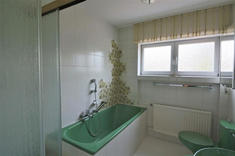 EG - großes Wannen- und Duschbad