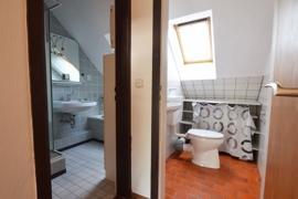 Badezimmer und WC OG