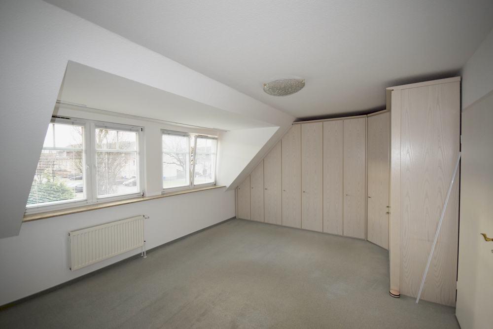 Schlafzimmer, auch teilbar in 2 Räume