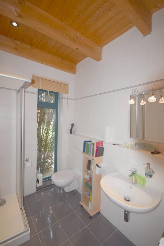 Gäste WC mit Dusche EG