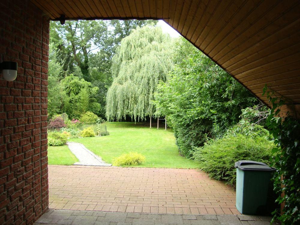 Überdachter Stellplatz zum Garten