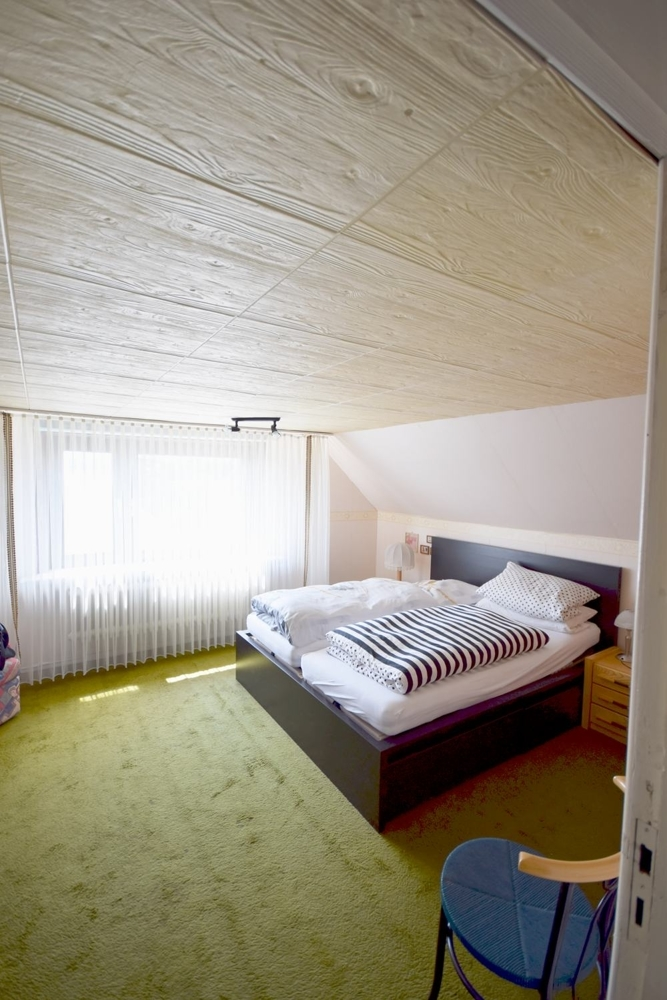 Schlafzimmer im DG- 2Meter Deckenhöhe