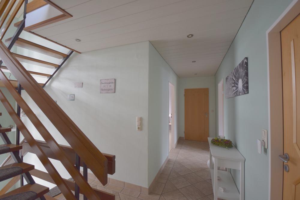 Flur und Treppe zum Spitzboden