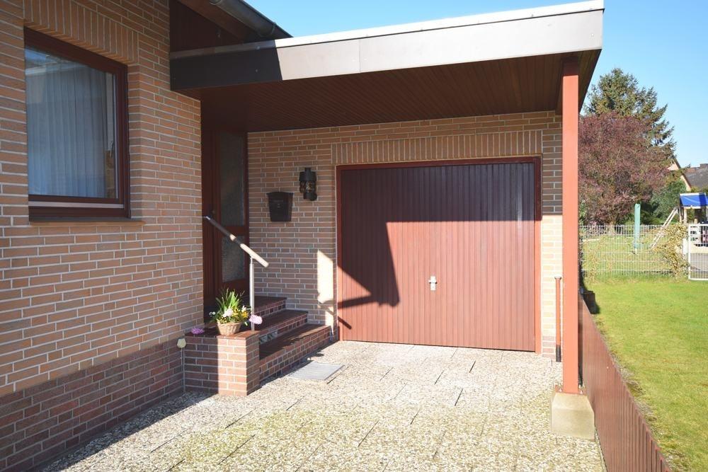 Garage und Hauseingang