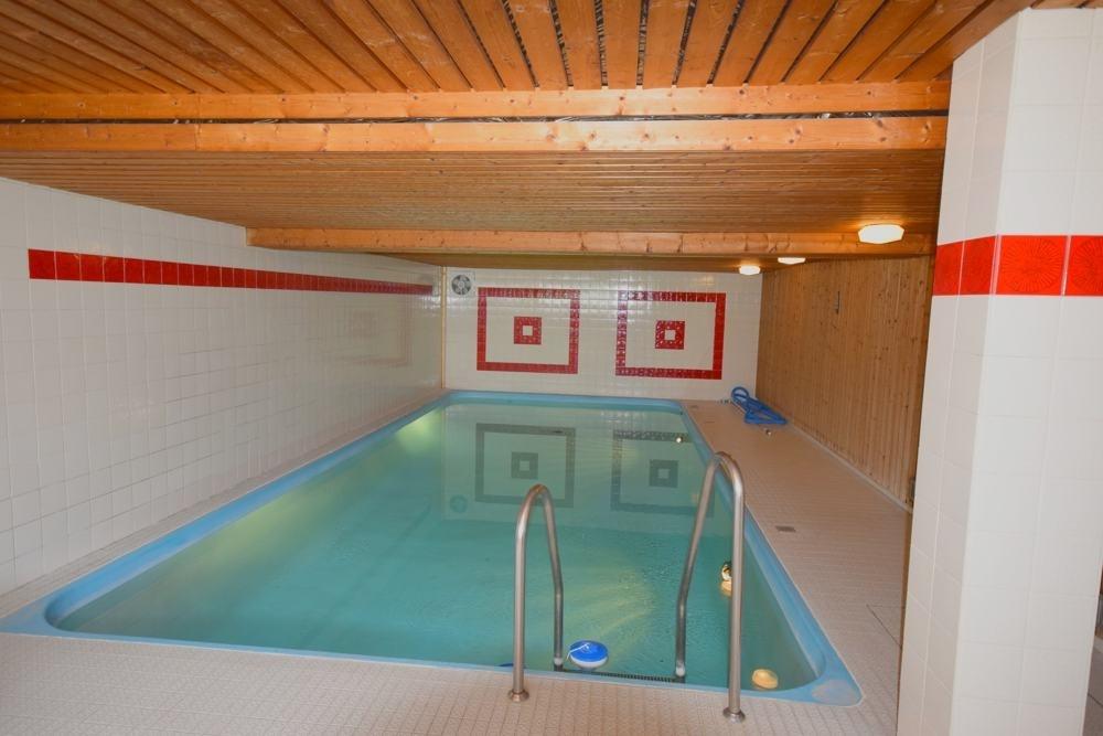 Pool mit Sauna im Keller