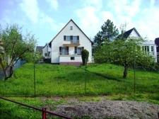 Haus Ansicht mit großem Garten