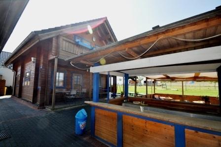 Biergarten-Haus-links