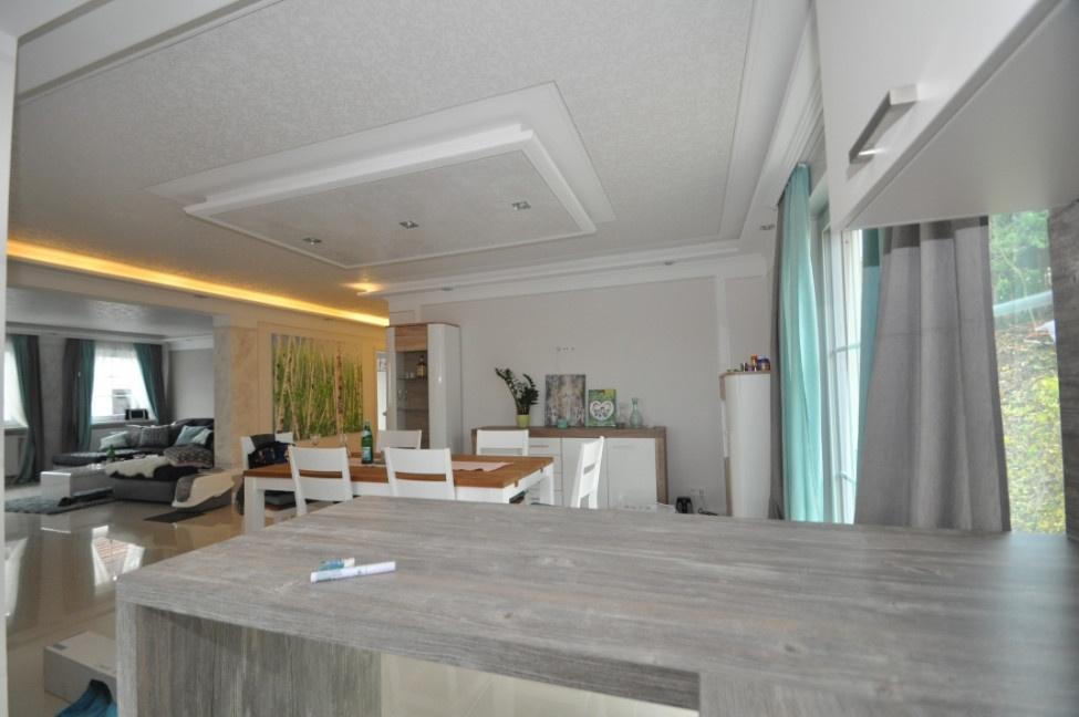 Küche mit Blick zum Eßzimmer