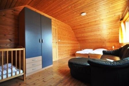 Zimmer4.-1.OG-Haus-links