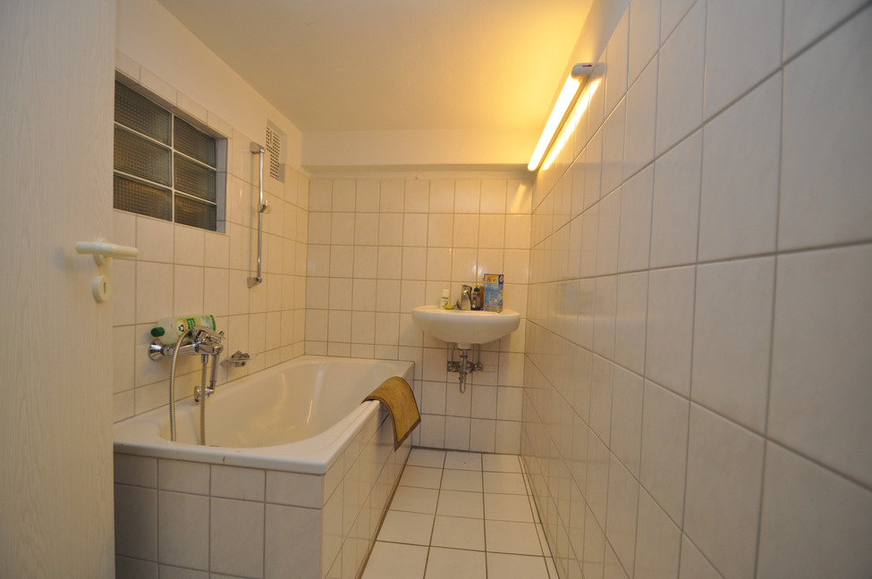 Wannen-Bad im Keller