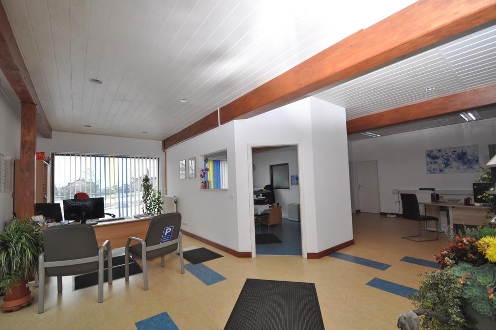Büro Akra Handel-1