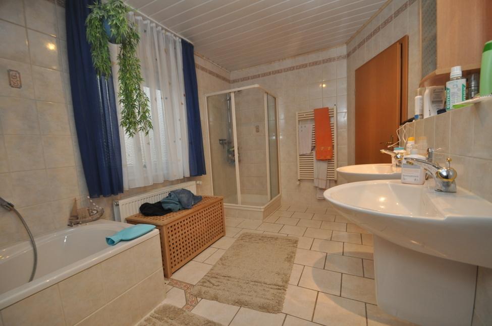Tageslicht-Wannen+Duschbad-1.OG
