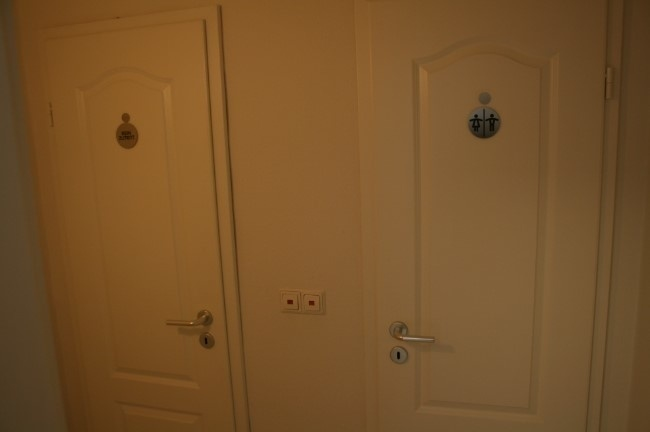 2 separate Toiletten