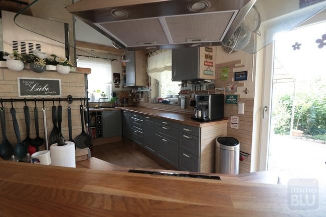 offene Küche mit Theke im EG