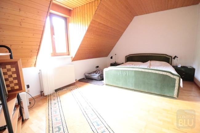 geräumiges Schlafzimmer
