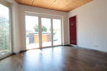 Lichtverwöhnte Zimmer mit hochwertigem Parkett
