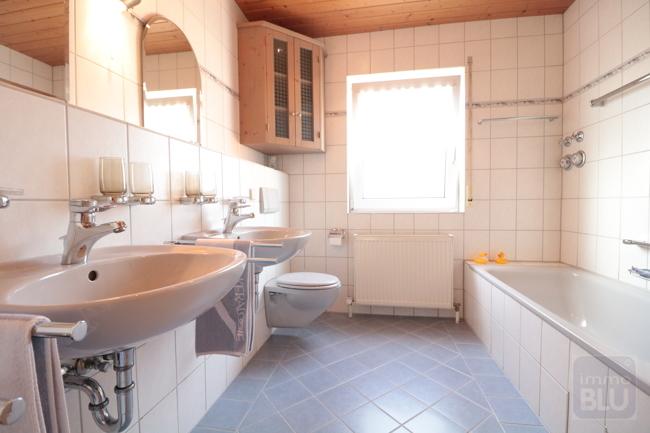 Komfortables Badezimmer 1. Ebene