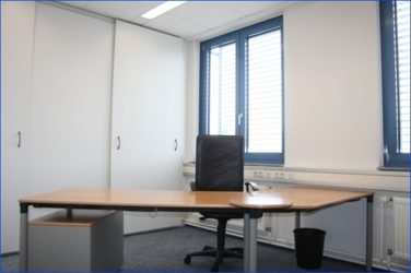 2-3 helle Büros