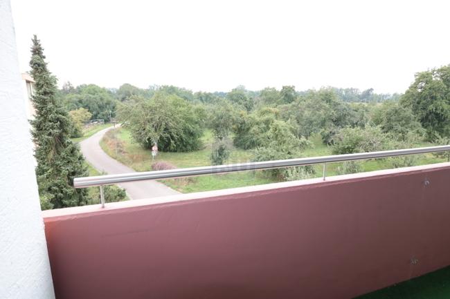 Balkon mit Ausblick ins Grüne