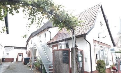 Mehrfamilienhaus mit Gewerbe