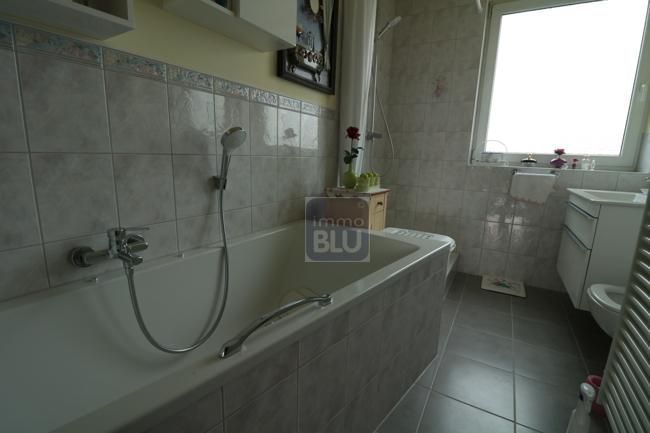 neuwertiges Tageslicht-Bad