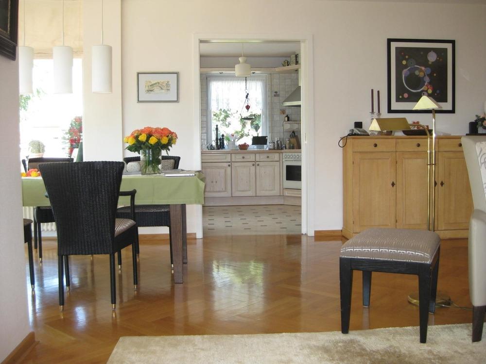 Blick zur Küche von Wohnzimmer