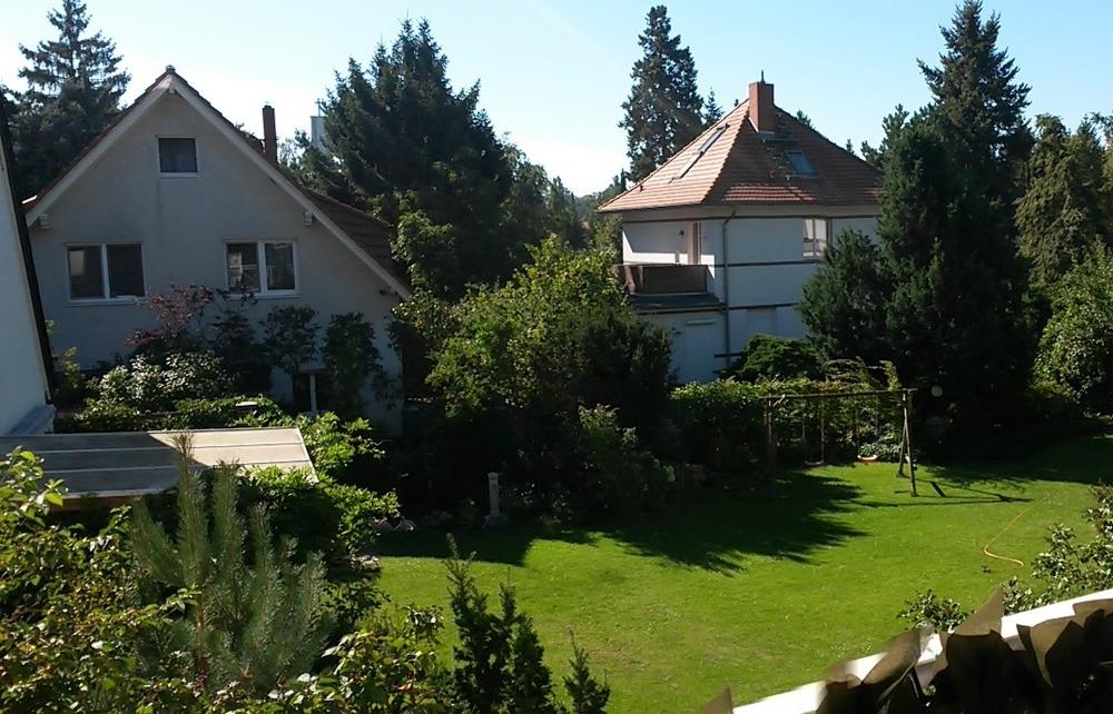 Blick von Terrasse auf Nachbarbebauung