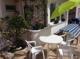 Gemütliche Sitzplätze auf der Terrasse