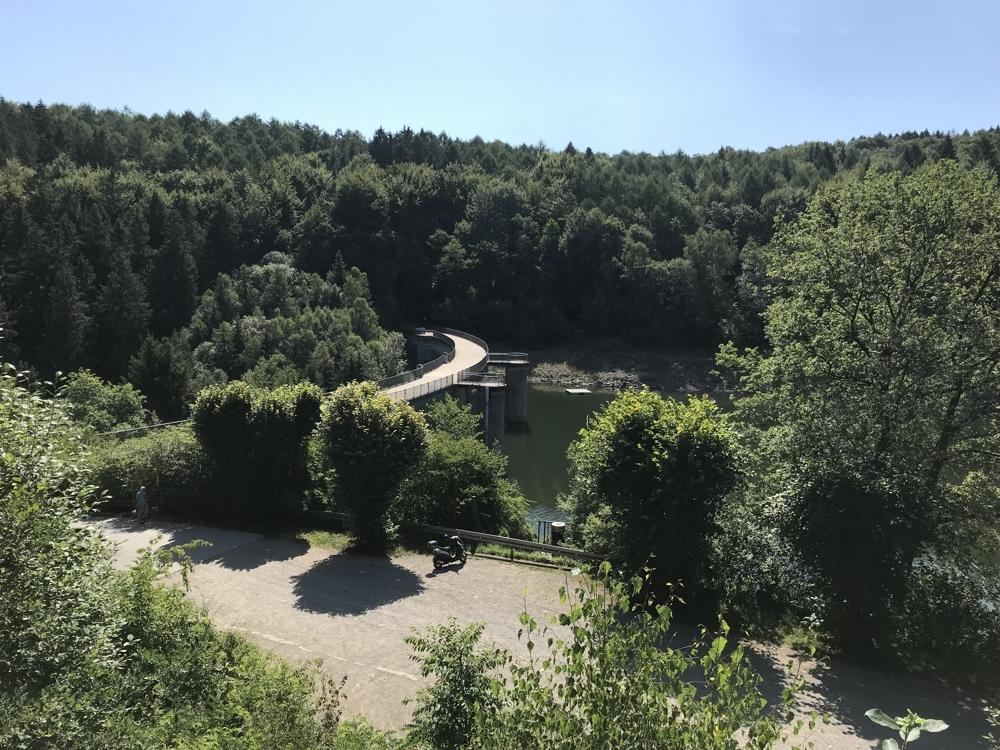 Blick auf Talsperrenmauer