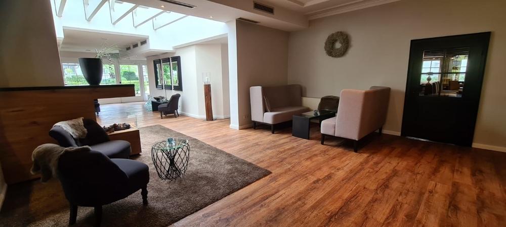 Lounge IV