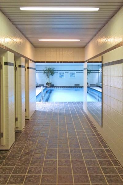 Blick zum Schwimmbad