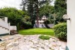gepflasterte Terrasse im Garten