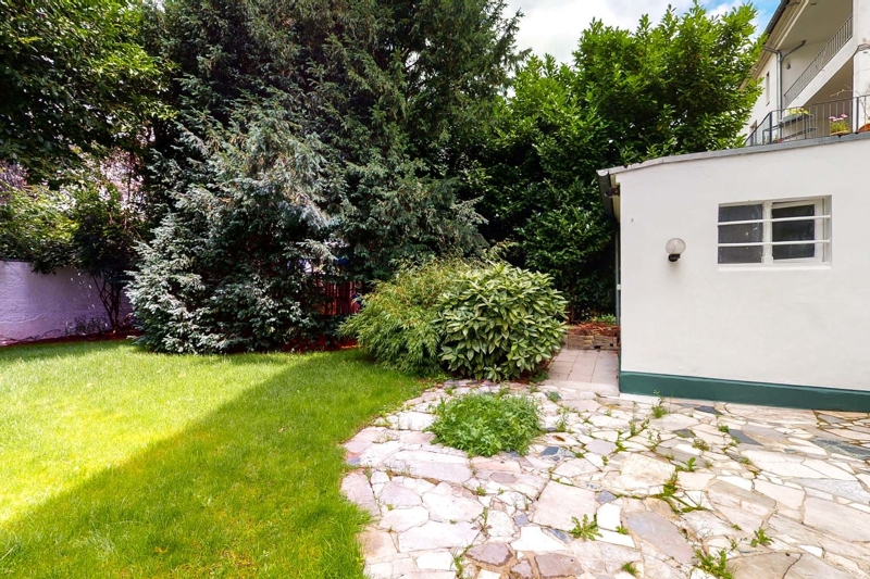 Garage mit Zugang in den Garten