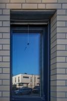 Winkhof-Fenster mit Dreifach-Verglasung und Insektenrollos