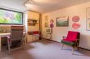 Schlafzimmer KG: Trotz Kellerlage wunderbar hell und freundlich: der fünfte Raum im Kellergeschoss.