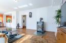 Offener Wohnbereich mit Design-PVC als Bodenbelag