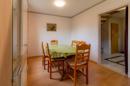 Ihr Wohnzimmer bietet ausreichend Platz für eine gemütliche Essecke. Oder welche Ideen haben Sie?