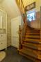 Über die gemütliche Holztreppe mit Teppichbelag geht es ins Obergeschoss.