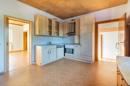 Falls Sie viel Platz zum Kochen suchen: In dieser Küche mit Einbauküche haben Sie ihn gefunden.