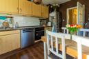 Urig, gemütlich und mit warmen Erdtönen kommt Ihre Küche mit Einbauküche daher. Hier oben kocht es sich garantiert in Bestform!