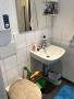Das Bad einer der Wohnungen (2)
