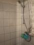 Die Dusche einer der Wohnungen