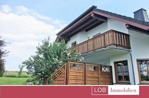 Haus, Seitenansicht vom Garten (LOGO)