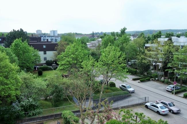 Blick vom Balkon, Fußweg zur Grundschule