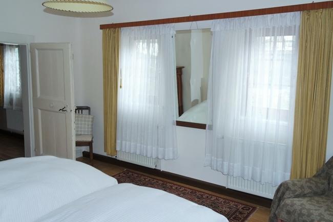 OG-Schlafzimmer 2, Bild 1