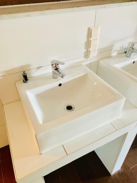 Waschbecken Teilansicht 1